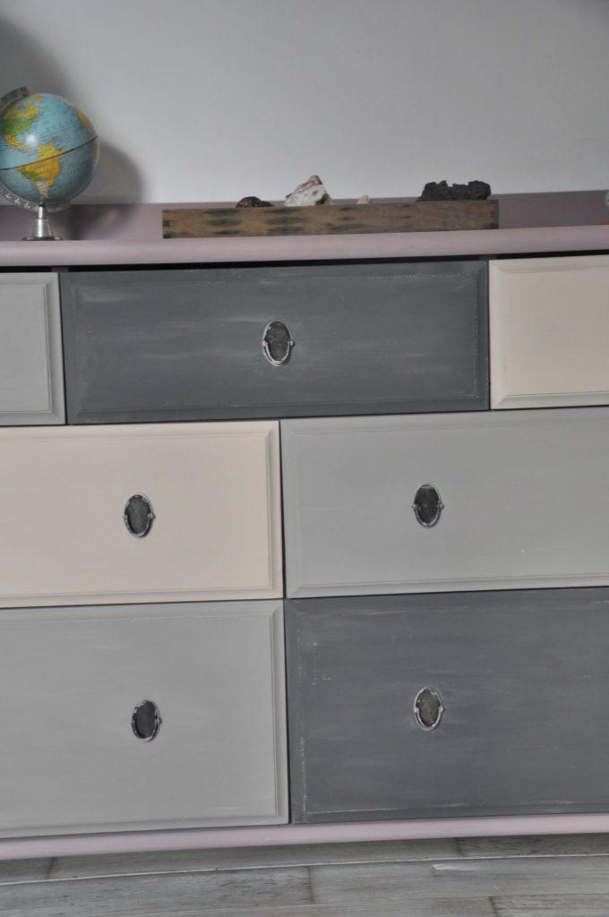 Comment peindre un meuble en bois vernis ?